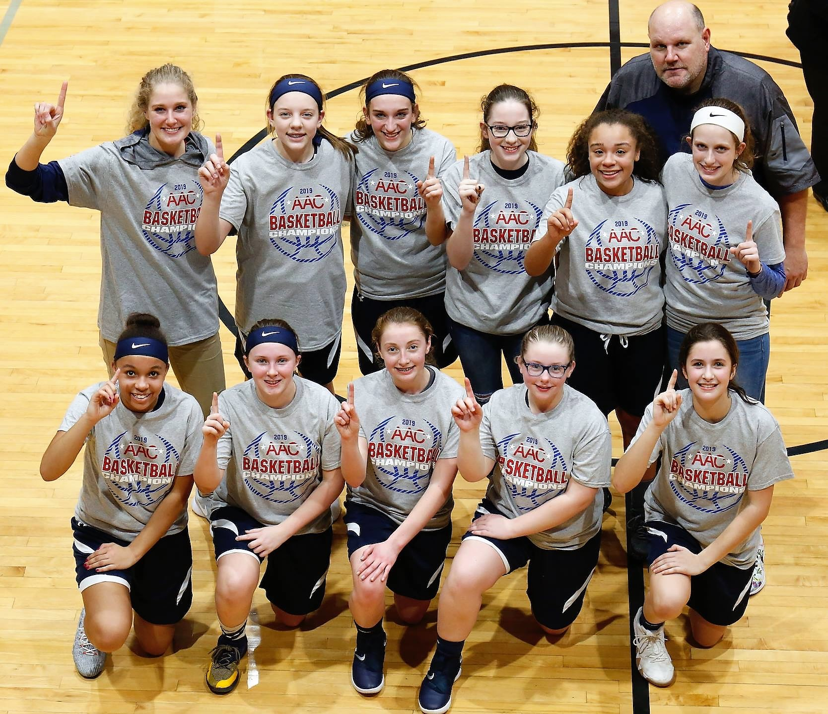 8th grade girls basketball team champions