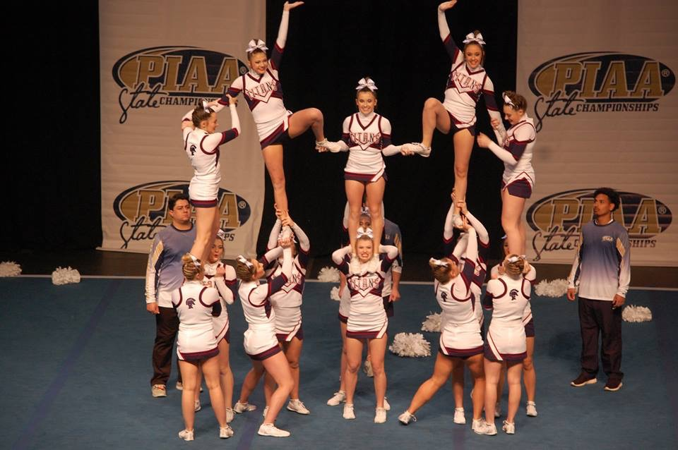 cheerleaders in pyramid formation
