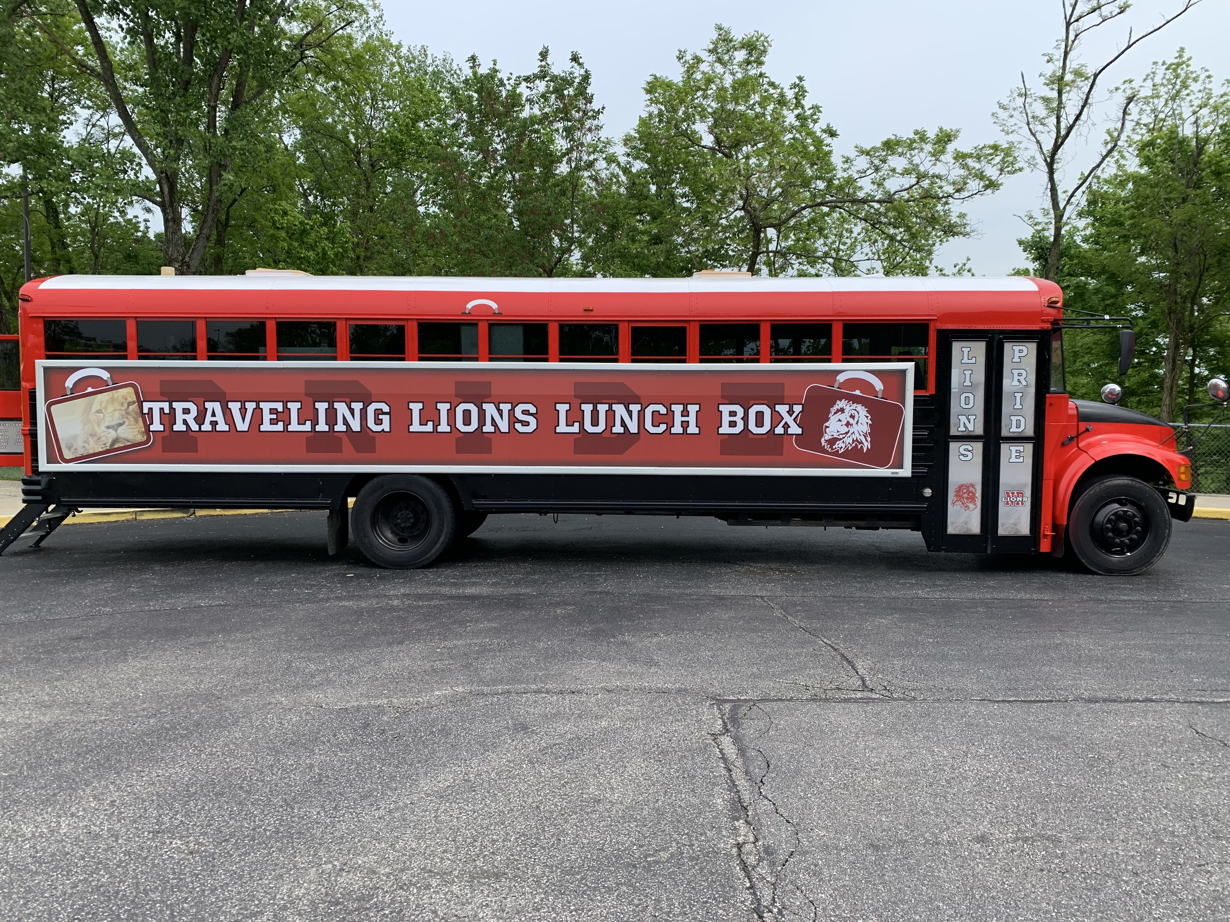 Picture of the Traveling Lions Lunch Box food bus